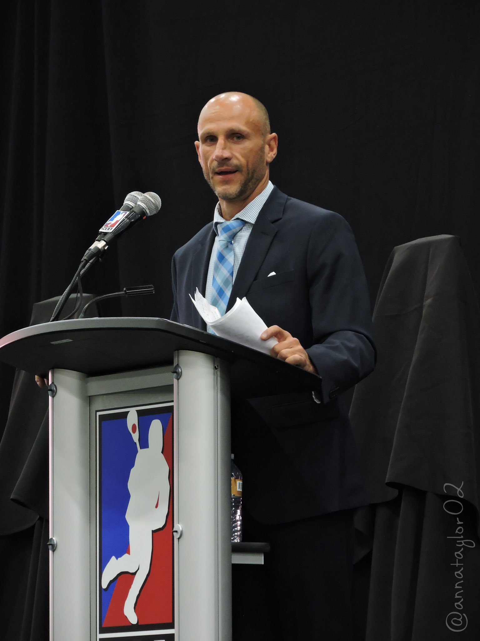 Tracey Kelusky speaks at his NLL Hall of Fame induction ceremony. (Photo credit: Anna Taylor)